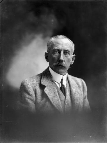 Image: Head and shoulders portrait of Roald Amundsen