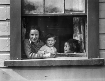 Image: Clift children at home in Whaui Street, Vogeltown, Wellington