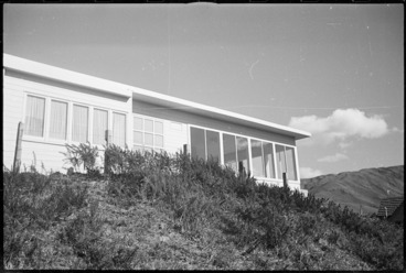 Image: Exterior of the Kahn house, Ngaio, Wellington - Photograph taken by Irene Koppel