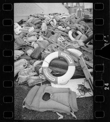 Image: Life raft and wreckage of ship Wahine on Eastbourne beach