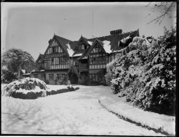 Image: Snow-covered house and garden, Daresbury Rookery, 67 Fendalton Road, Christchurch