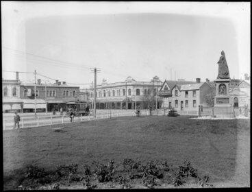 Image: Victoria Square, Christchurch, with statue of Queen Victoria