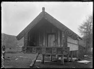Image: Carved pataka at Te Whaiti, 1930