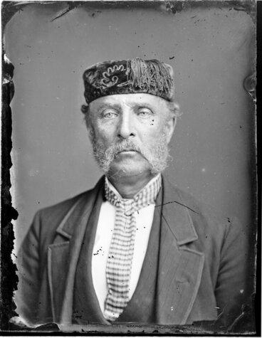 Image: Unidentified man wearing a smoking hat