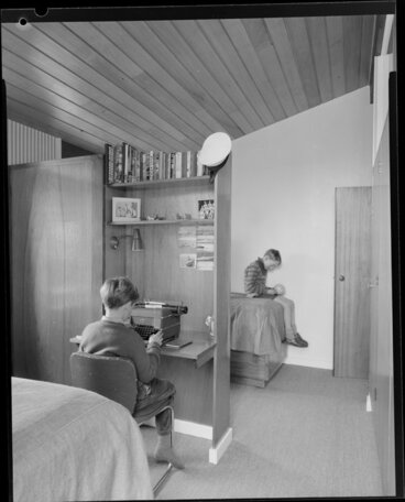 Image: King house, interior, bedroom