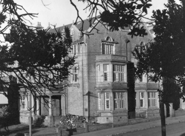 Image: Alexander Turnbull Library on Bowen Street, Wellington