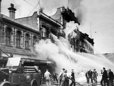 Image: Ballantyne's department store fire, Christchurch