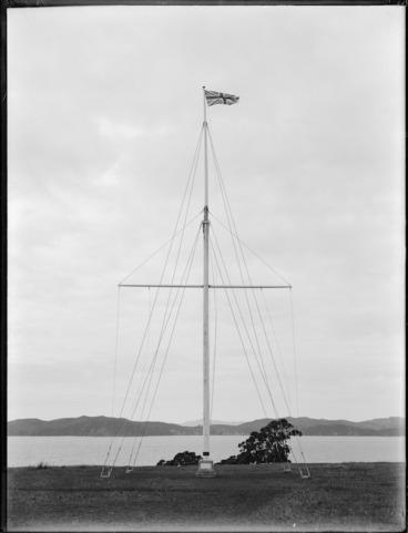Image: Flagstaff to commemorate the Treaty of Waitangi