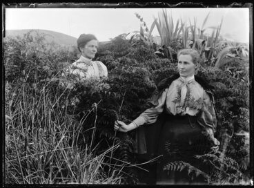 Image: Robina Nicol and unidentified woman