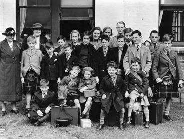 Image: Staff and Scottish children at the Presbyterian Boys' and Girls' Home, Berhamphore, Wellington