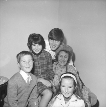 Image: Beatle John Lennon with second cousins from Levin
