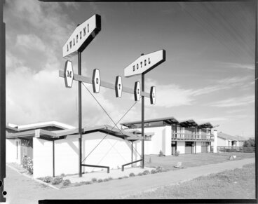 Image: Awapuni Hotel Motel signs, Palmerston North