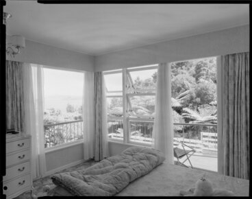 Image: Bedroom interior, Farrell house, Lowry Bay, Eastbourne, Lower Hutt
