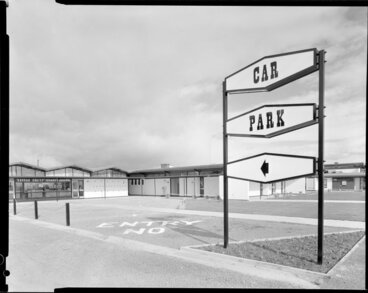 Image: Carpark sign, Awapuni Hotel Motel, Palmerston North