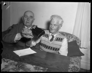 Image: Men with uranium bearing ore