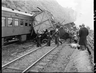 Image: Train crash at Ngahauranga (Ngauranga)