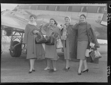 Image: Italian female models arrive at Paraparaumu