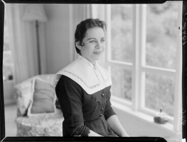 Image: Singer, Mina Foley