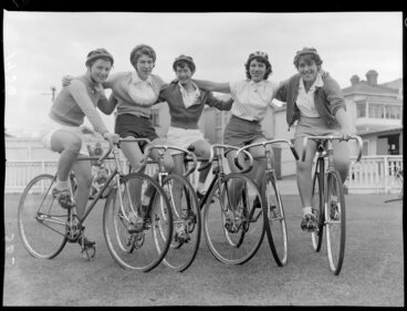 Image: Women cyclists, Bobbie Bolland, Mary Gosse, Joy Williamson, Bev Hefford, Janet Gosse