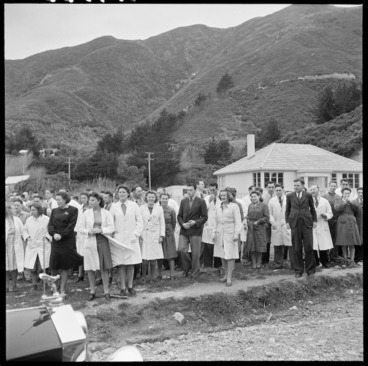 Image: Dominion Physical Laboratory staff in Gracefield, Lower Hutt, waiting for Eleanor Roosevelt's arrival