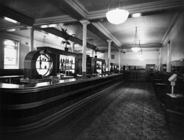 Image: View of the private bar, Royal Oak Hotel, Wellington
