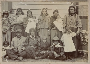 Image: Unidentified Maori group at Parihaka Pa