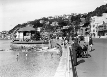 Image: Oriental Parade and band rotunda, Wellington