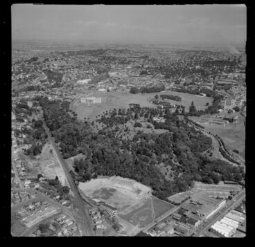 Image: Auckland War Memorial Museum and Domain, including Parnell in the foreground