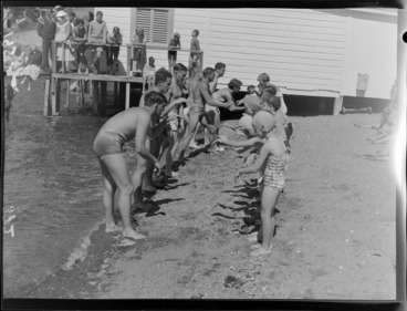 Image: Children learning to swim at Evans Bay, Wellington
