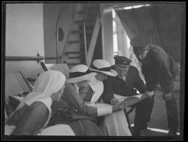 Image: Group, including nurses, on board a troopship en route to Samoa