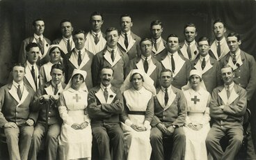 Image: Military hospital patients and nurses (?)