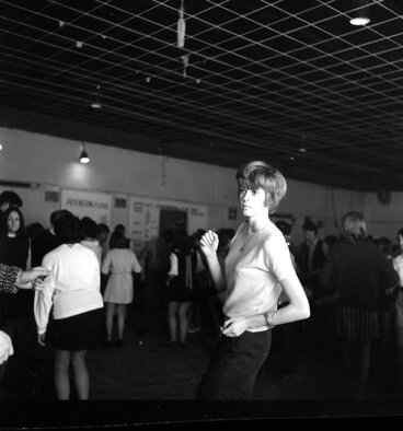 Image: Teenage Dance [P1-1696-4086]