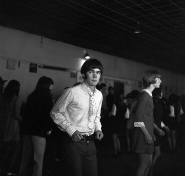Image: Teenage Dance [P1-1705-4095]
