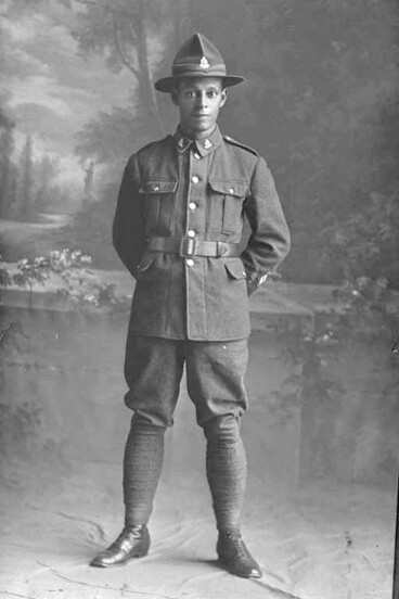 Image: Full portrait of Private George Spencer Hyatt, Reg no. 52046, Specialists Company - Signal Section, 29th Reinforcements, wearing crossed flags patch signifying Assistant Instructor in Signalling