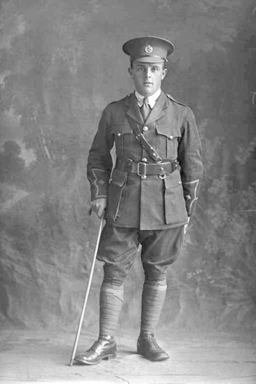 Image: Full length portrait of Lieutenant Gainor Jackson of the 3rd (Auckland) Regiment, Auckland Infantry Regiment.