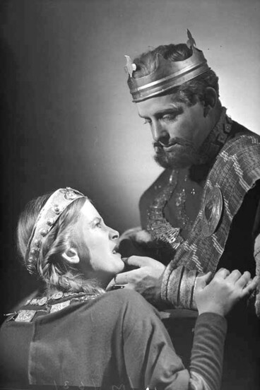 Image: Scene from the play Macbeth 1947 which included Ngaio Marsh in the cast