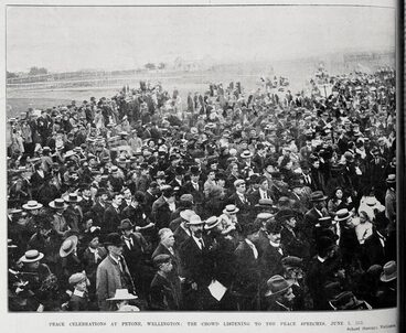 Image: Peace celebrations at Petone, Wellington with the crowd listening to the peace speeches, 2 June 1902