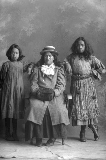 Image: Maori women Maori women