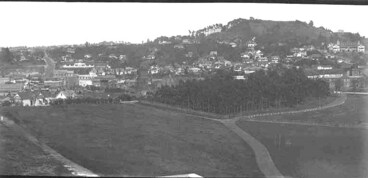 Image: Looking south towards Mount Eden (right rear) from the Auckland....