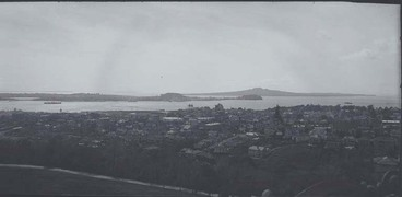 Image: Looking north east towards Mount Victoria, North Head and....
