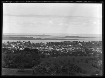 Image: Looking south from One Tree Hill domain over Royal Oak (right)....