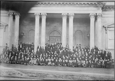 Image: Reunion of early colonists from the 'Jane Gifford' and the 'Duchess of Argyle' taken in front of the Choral Hall, Symonds Street,1894