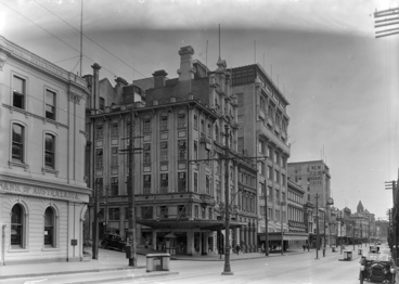 Image: Looking north showing the west side of Queen Street...1928