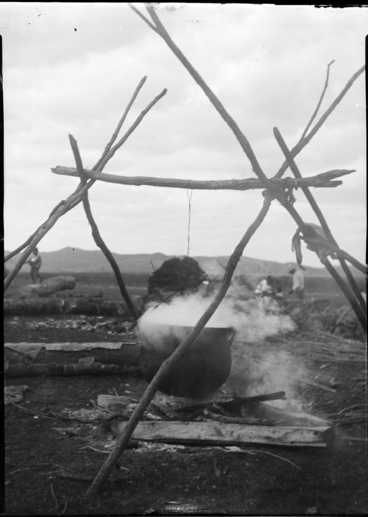 Image: Cooking pot on a fire at Kaikohe, April 1911