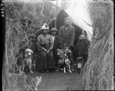 Image: Maori family near Broadlands...