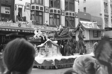 Image: Santa, 1972 Farmers Santa Parade