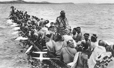Image: Ngatokimatawhaorua canoe