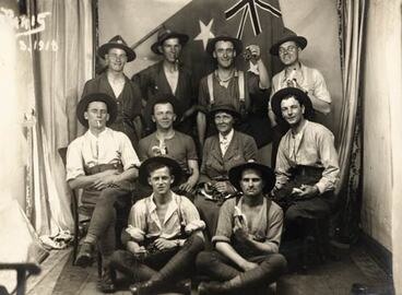 Image: Ettie Rout and New Zealand soldiers
