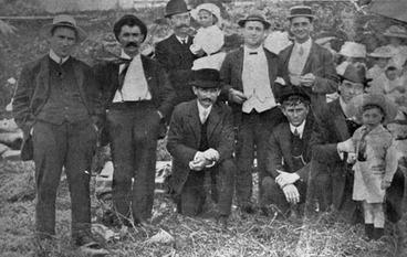 Image: Socialists socialising, Auckland, 1911