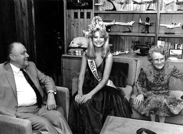 Image: Miss Universe Lorraine Downes, 1983
